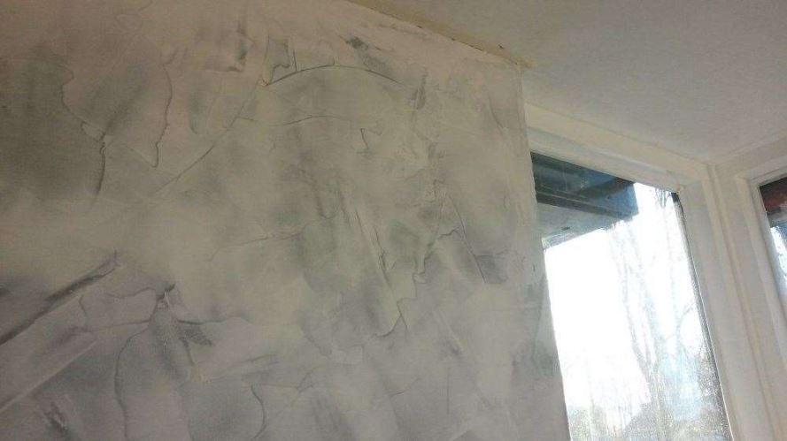 Betonlook kleur of fris wit pimpelwit interieur